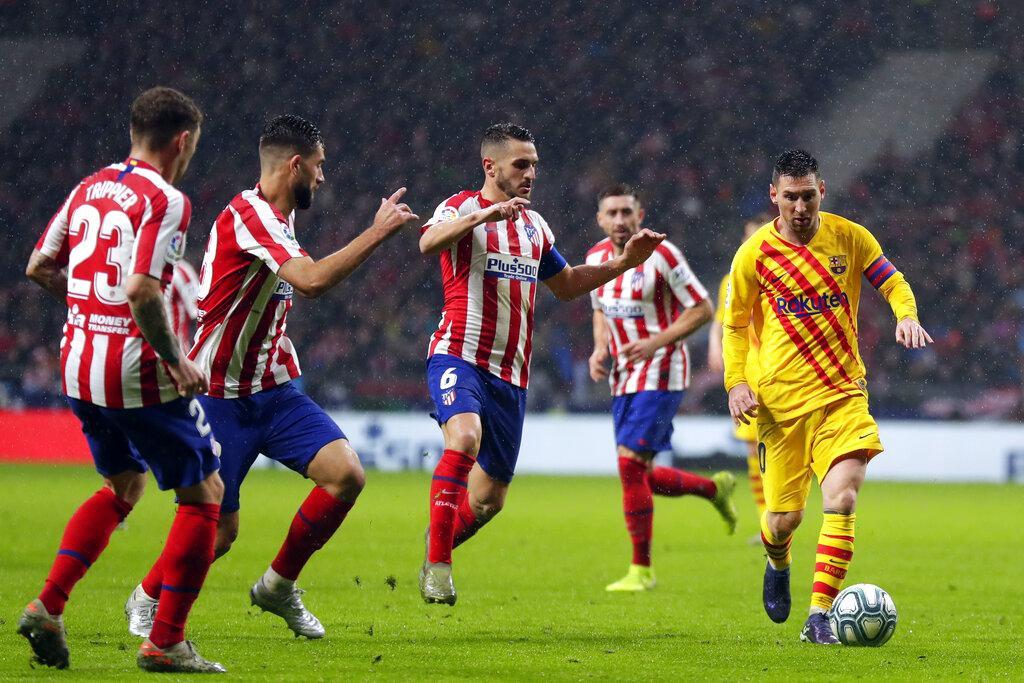 ميسي يقود برشلونة لتخطي أتلتيكو واستعادة الصدارة