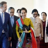 زعيمة بورما تمثل قبالة المحكمة الدولية بتهم إبادة الروهينغا