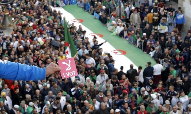 """الانتخابات الجزائرية: الجيش يصر على """"الواجهة المدنية"""" والحراك على المقاطعة"""