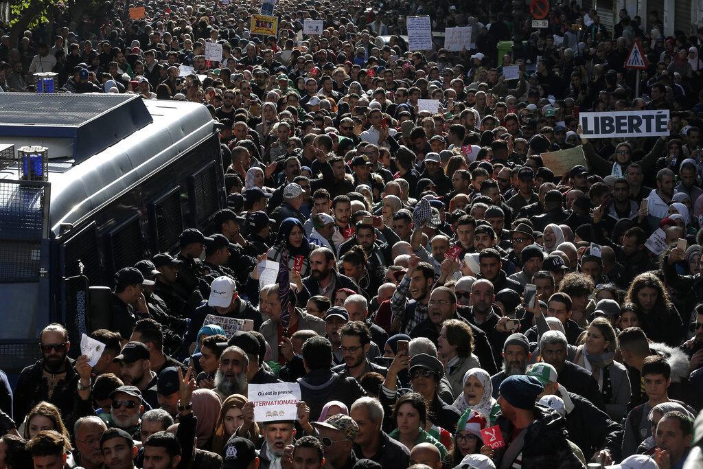 الطلاب الجزائريون يتظاهرون رفضا لانتخابات يفرضها الجيش