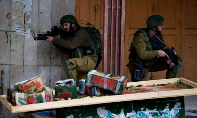 البيرة: إصابة فلسطينيين برصاص الاحتلال