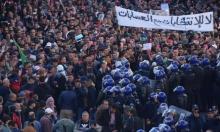 آلاف الجزائريين يتظاهرون ضد الانتخابات وإغلاق آلاف مراكز اقتراع