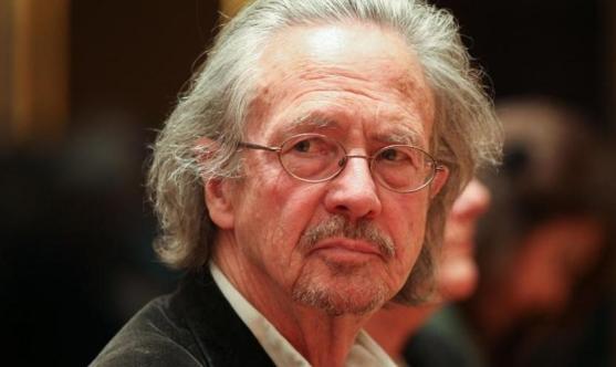 """النمسا: الكاتب بيتر هاندكه """"شخص غير مرغوب به"""""""