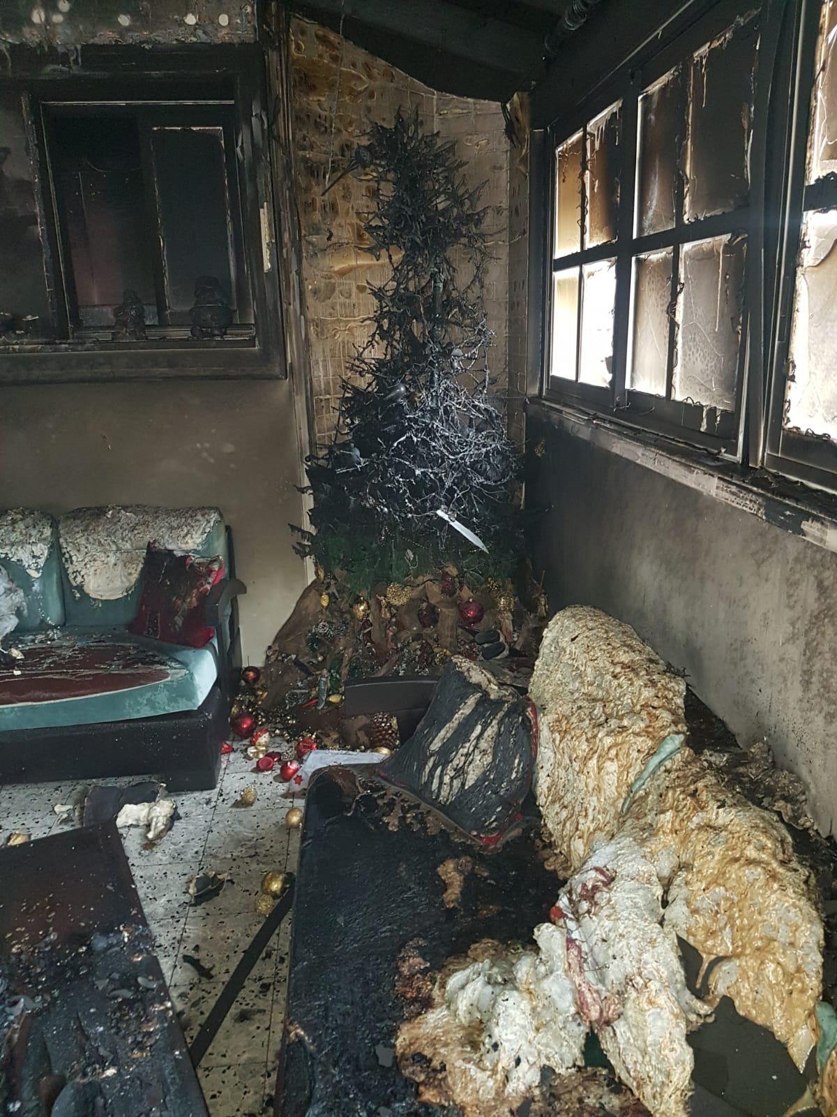 حيفا: حريق منزلي يلتهم شجرة الميلاد