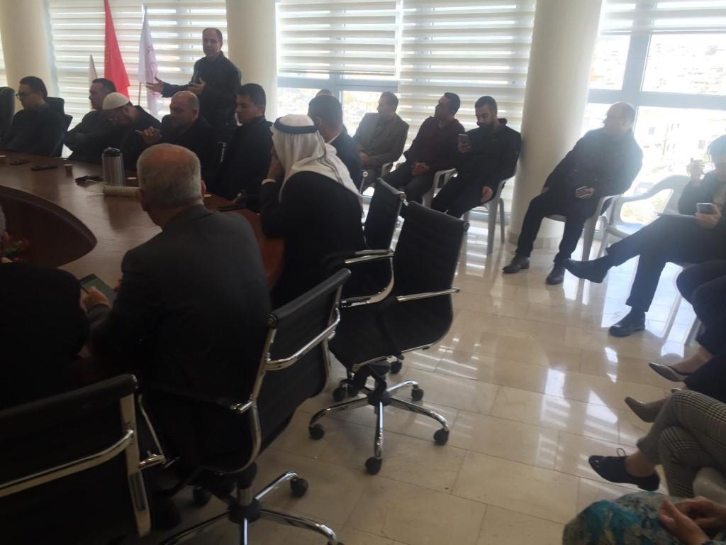 سخنين: احتجاج واعتقال مشتبهين بعد الاعتداء على منزل رئيس البلدية