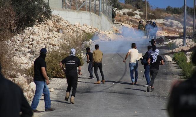 طولكرم: إصابة عاملين فلسطينيين برصاص الاحتلال