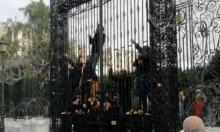 تونس: محاولة اقتحام البرلمان وتهديدات بالانتحار احتجاجا على البطالة