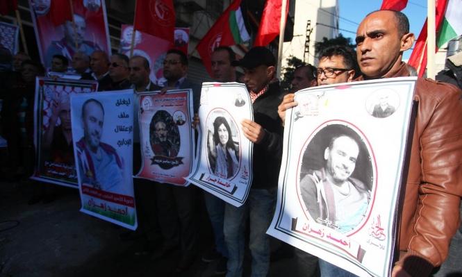 الاحتلال يخضع الأسير زهران للتحقيق رغم حالته الصحية الخطيرة