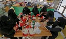 فلسطينيات غزيّات يصنعن هدايا عيد الميلاد