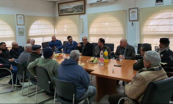 أبو شحادة يعقد جلسة عمل في مجلس أبو غوش