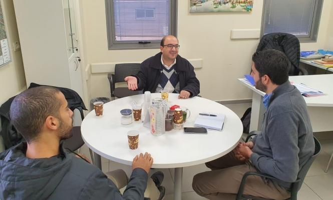 """أبو شحادة يلتقي المدير العام لـ""""المكملة ليافا"""" لنقاش احتياجات المدينة"""
