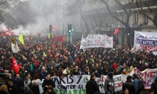 فرنسا: تواصل المظاهرات والشرطة تردّ بالقمع