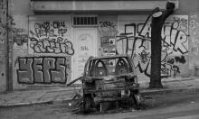إخسارخيا.. حي يتحدى الانهيار الأخلاقي في اليونان