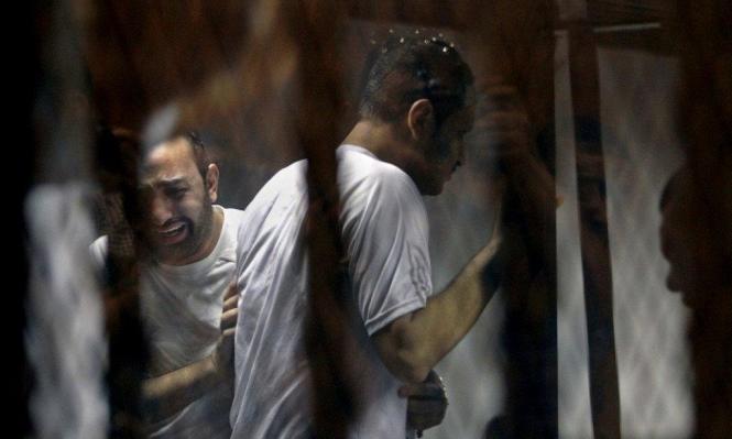 """مصر: الأمن يقتحم منازل أسر معتقلي """"العقرب"""" لإنهاء إضرابهم عن الطعام"""