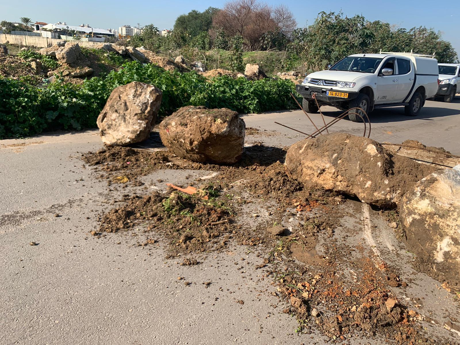 إغلاق منافذ حي عربي في اللد