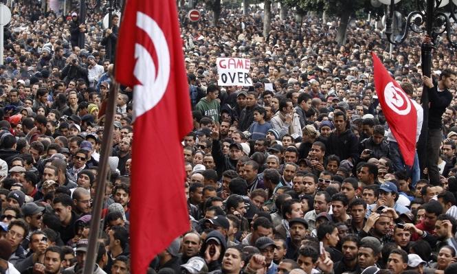 الآلاف يحيون الذكرى التاسعة للثورة التونسيّة
