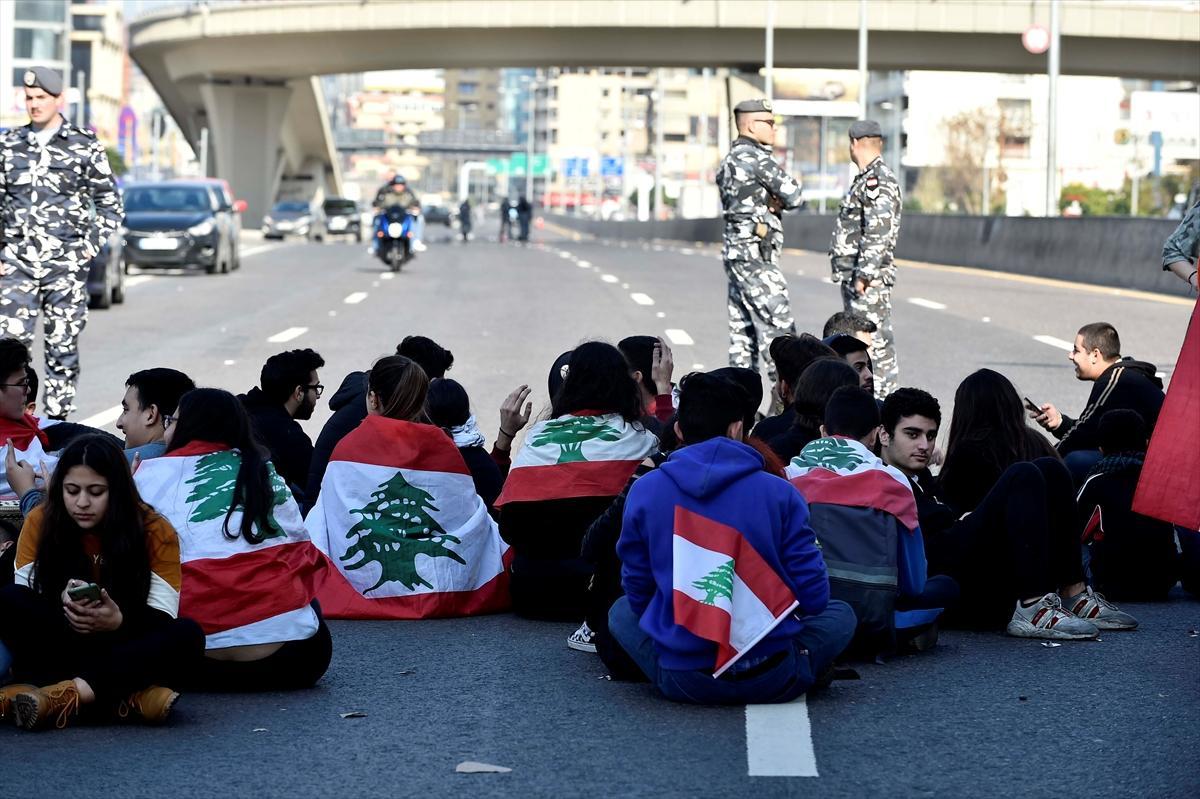فراغ سياسي متواصل: اللبنانيون ناقمون على المصارف