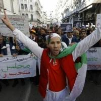 الجزائريون يواصلون الحراك للخلاص من مخلّفات بوتفليقة