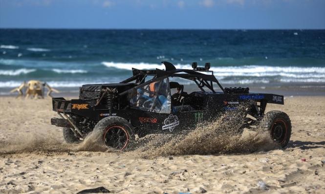 فن الممكن: غزيّ يصنع سيارة سباق تشبه العالميات