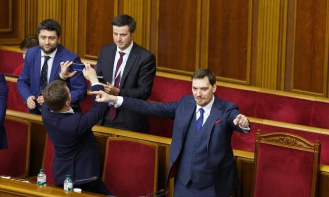 رئيس الوزراء الأوكراني يقدم استقالته بسبب تسجيلات مسربة