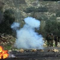 مستوطنون يهاجمون منازل الفلسطينيين بالخليل واعتقالات بالضفة