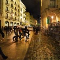 بيروت: إصابة 145 شخصا في مواجهات مع قوات الأمن