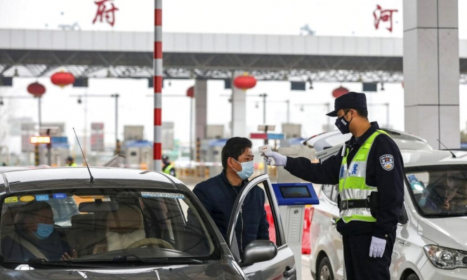 الصين تفرض حجرا صحيا وتغلق شبكات النقل في مدينتين