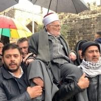 الشيخ عكرمة صبري يكسر قرار إبعاده ويدخل المسجد الأقصى