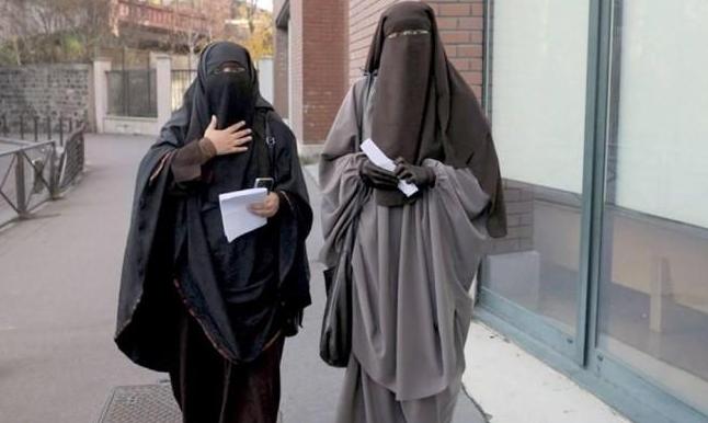 جامعة القاهرة: منع عضوات الهيئة التدريسية من ارتداء النقاب