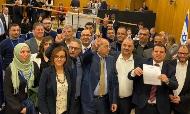 حصدت كتلة اليسار بما فيها إسرائيل بيتنا والقائمة العربية المشتركة 62 مقعداً