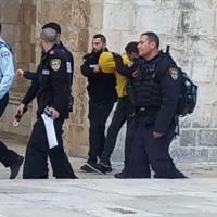 القدس: قوات الاحتلال تعتقل فلسطينيين بادعاء حيازتهما سكينا