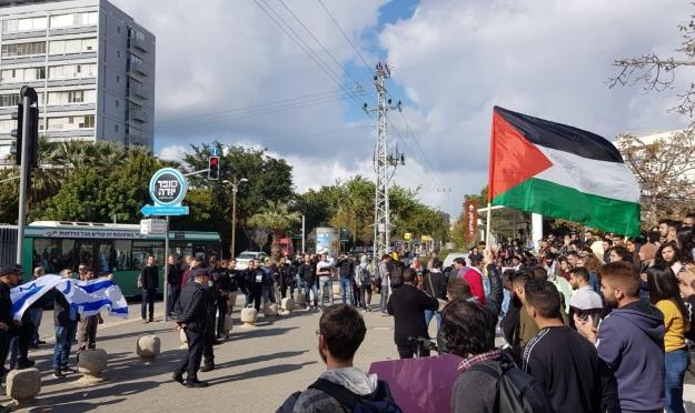 """جامعة تل أبيب: مظاهرة طلابيّة تندد بـ""""صفقة القرن"""""""