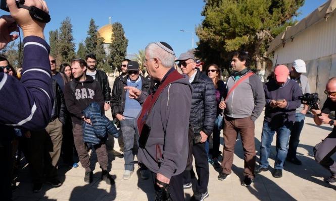 مستوطنون يقتحمون الأقصى والاحتلال يعتدي على 6 مقدسيات