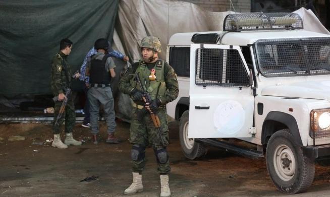 أجهزة أمن السلطة تعتقل مواطنين وتستدعي ثالثا