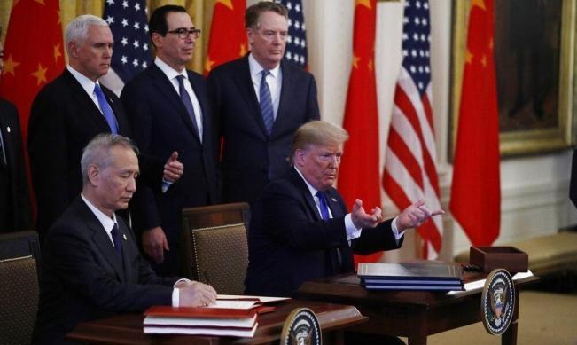 الصين تخفض رسوما جمركية على منتجات أميركية