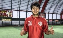 آدم لاجئ سوري شق طريقه نحو احتراف كرة القدم