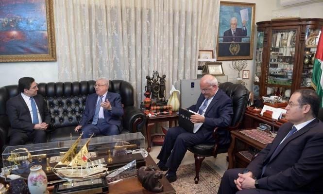 """عباس يبحث مع وزير الخارجية المغربي سبل مواجهة """"صفقة القرن"""""""