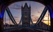 """لندن: """"رجل العلكة"""" يدوّر النفايات ويحوّلها إلى فن"""