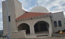 الجش: إعطاب إطارات مركبات وشعارات عنصرية على جدار المسجد