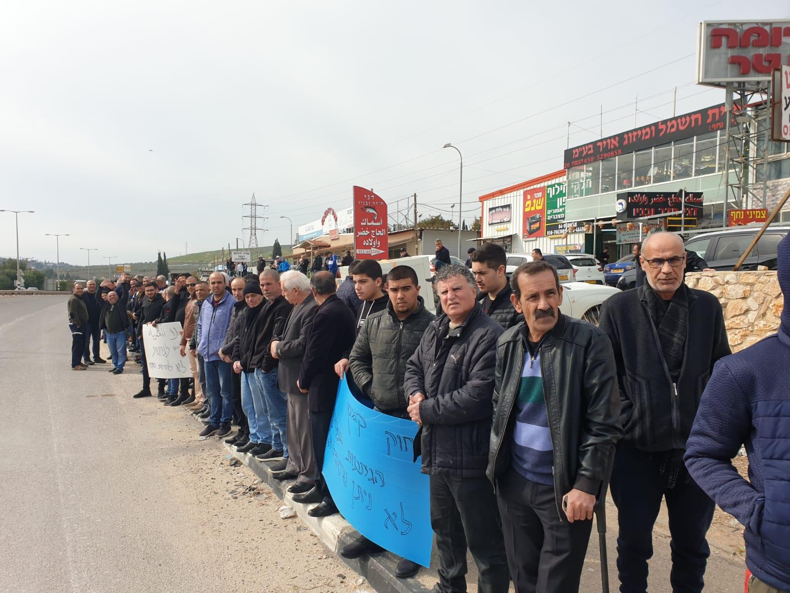 نحف: تظاهرة وإغلاق شارع 85 ضد أوامر إخلاء محال تجارية