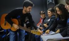 مدرّس للموسيقى يبني جسورًا سيمفونيّة للتواصل مع المصابين بالتّوحّد