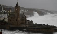 بريطانيا: إعلان حالة الطوارئ بعدة مناطق بسبب عاصفة دينيس