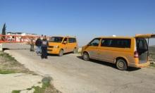 اعتقالات وإغلاق مداخل بلدات بالضفة واستهداف للصيادين ببحر غزة