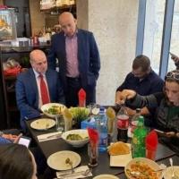 رام الله: إلقاء زجاجة حارقة صوب المطعم الذي استضاف لقاء مع إسرائيليين