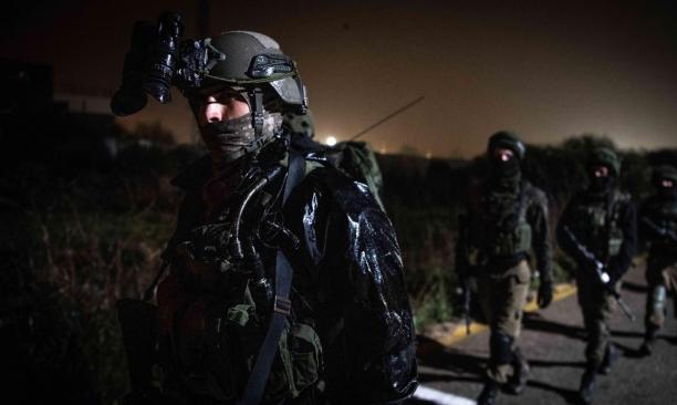 اقتحامات واعتقالات بالضفة واستهداف للصيادين بغزة