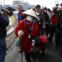 كورونا: 2004 حالات وفاة بالصين وإخلاء السفينة السياحية الموبوءة