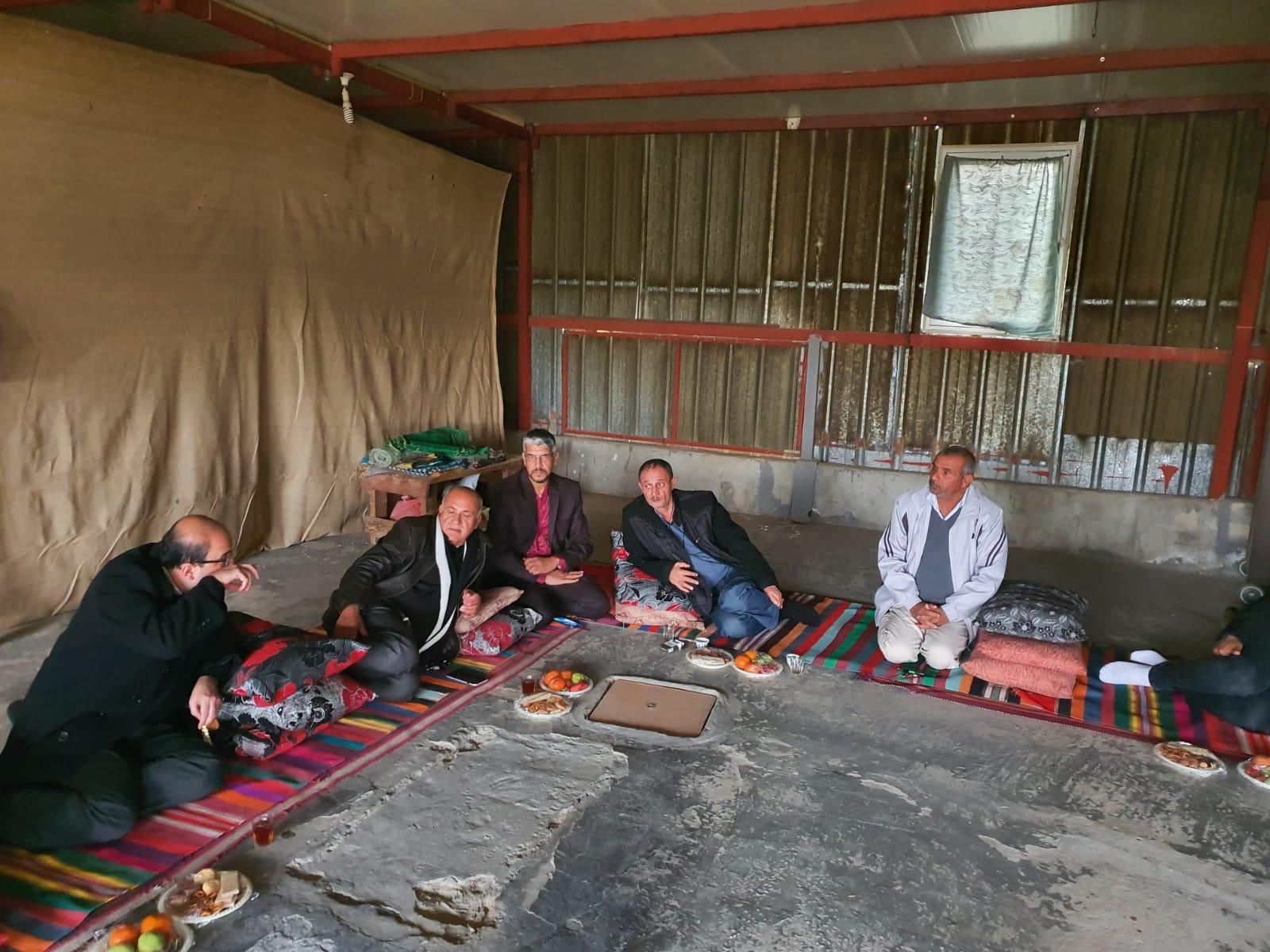 النائب سامي أبو شحادة يقوم بزيارة ميدانية في النقب