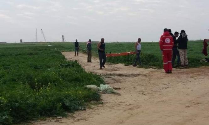خان يونس: جرافة الاحتلال تنكل بجثمان شهيد وتسرقه