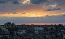 سماء غزة: الشمس تعانق الغيوم قبل الغروب