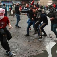 إصابة 4 متظاهرين عراقيين باشتباكات مع قوات الأمن في بغداد